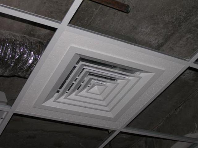 Монтаж классического диффузора в ячейку потолка