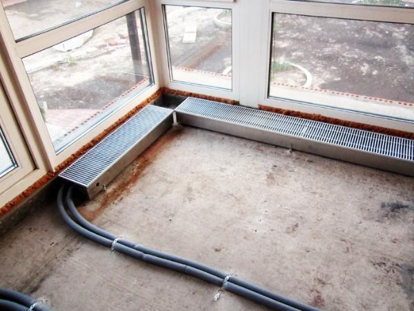 Внутрипольный конвектор перед заливкой цементной стяжки пола