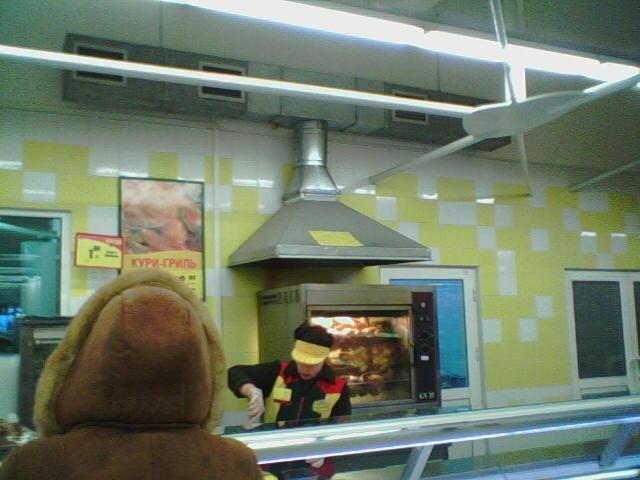 Вытяжной зонт в супермаркете
