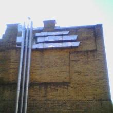 Монтаж элементов наборной приточной системы на фасаде